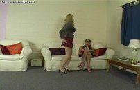 Sentando com a buceta na cara da amiguinha lesbica
